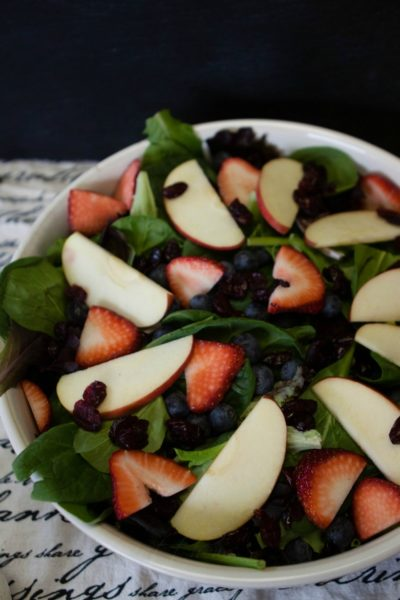 strawberry salad with apples and spinach
