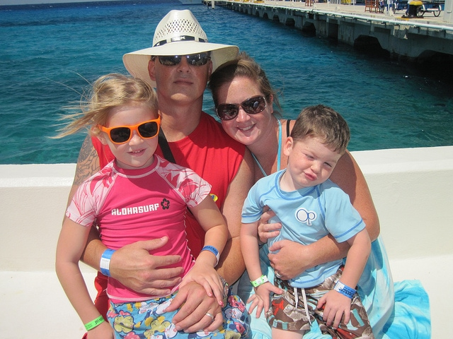 carnival cruise family picture