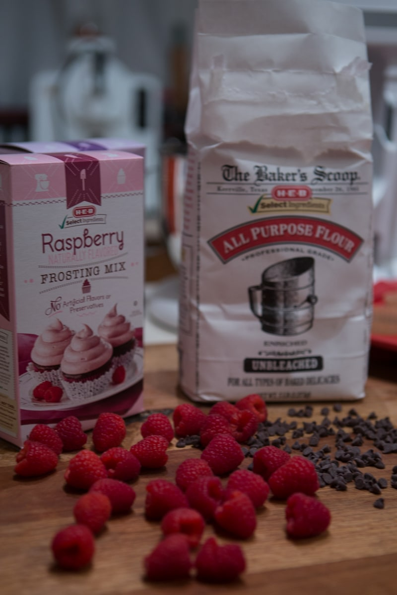 HEB artisan select raspberry frosting mix